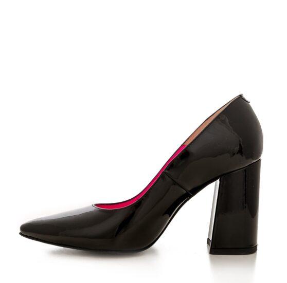 Victoria lacquered black
