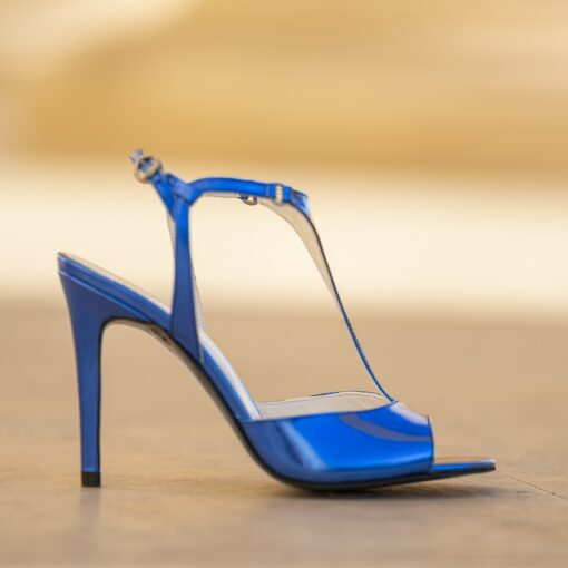 Isabelle blue